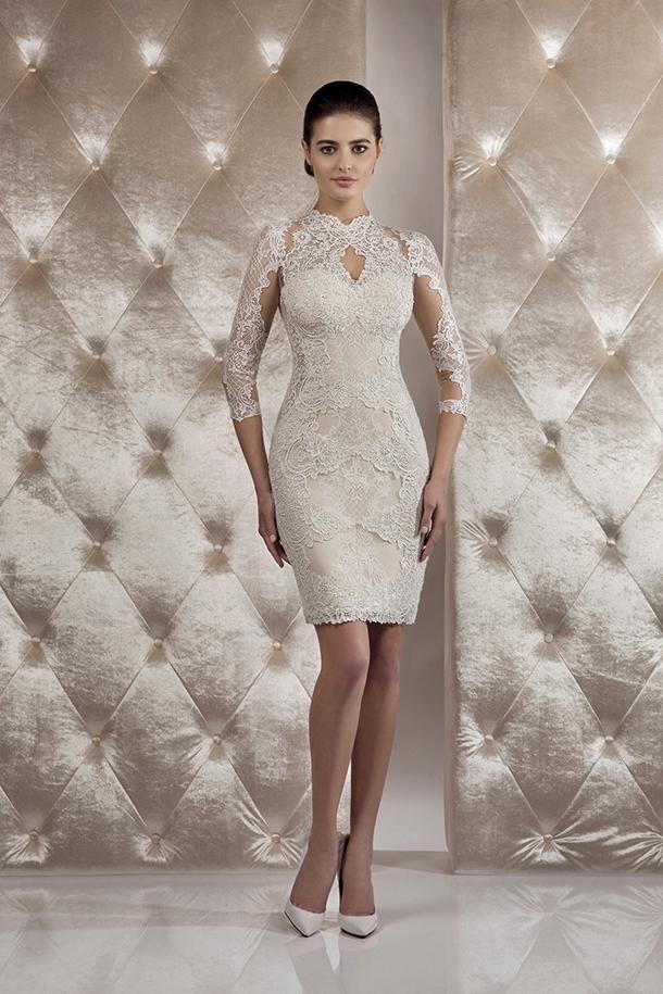 Gemakkelijke kleding op z'n best – een korte jurk is essentieel in je garderobe voor alle seizoenen en looks, van eenvoudig tot casual boxy en zachtere vorm.